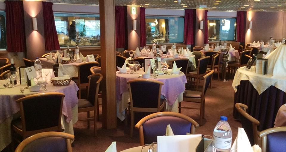 Restauranten ombord på MS Infante don Henrique.