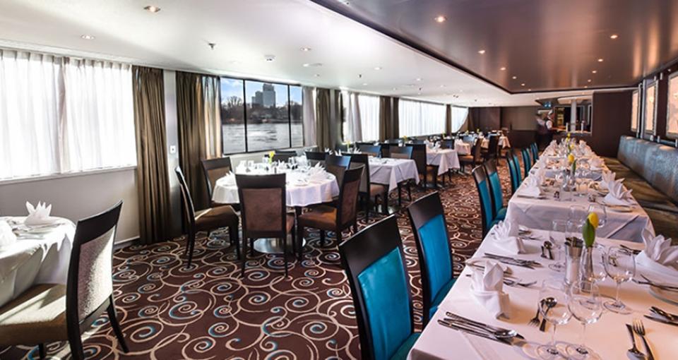 Panoramarestauranten ombord på MS Monarch Princess.