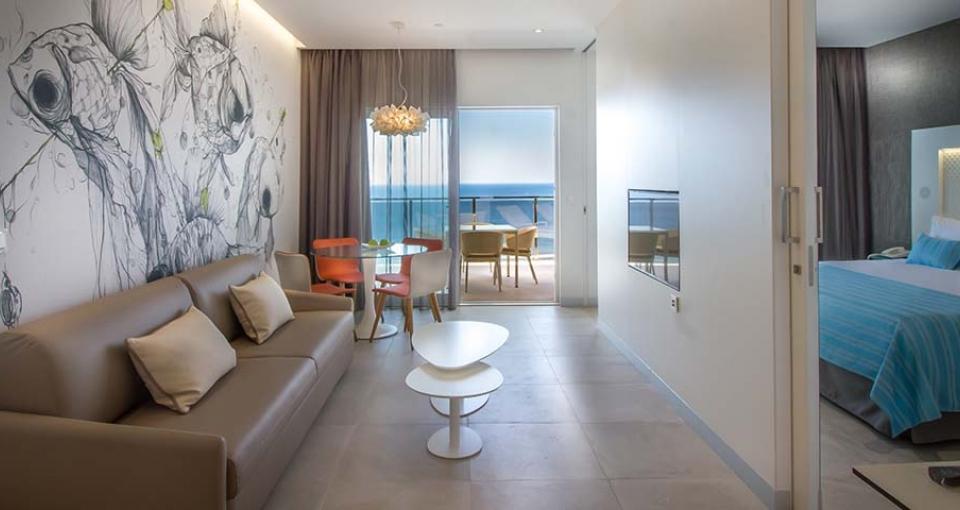 Eksempel på de store suiter på Suitopía Sol y Mar Suites Hotel.