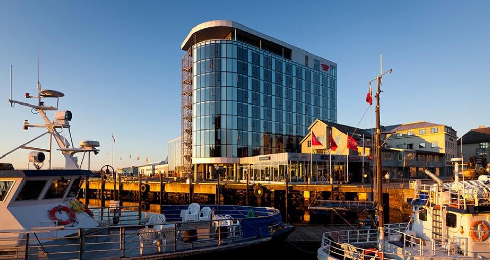 Thon Hotel Lofoten ligger lige ved havnen i Svolvær.
