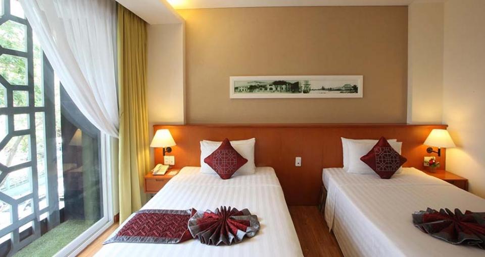 Eksempel på et standard værelse på Saigon Hotel.