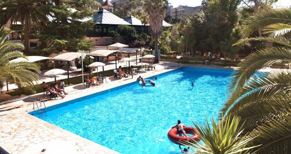 Villa Rosas poolområde.