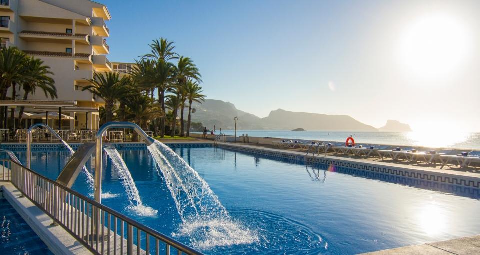 Poolen på Hotel Cap Negret.