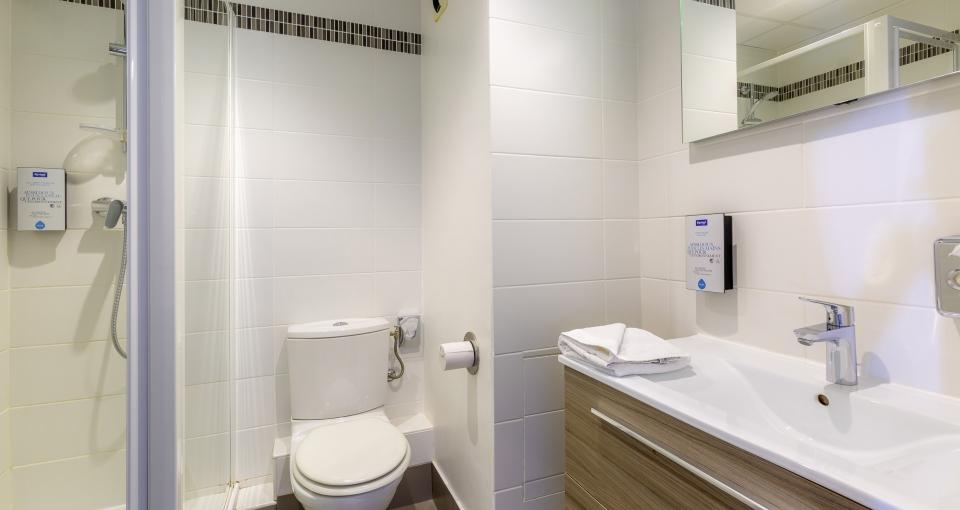 Eksempel på badeværelse på standard dobbeltværelse