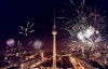 Nytårsfyrværkeri på Alexanderplatz i Berlin.
