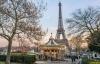 Julemarked ved Eiffeltårnet i Paris.