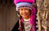 Kvinde fra Hmong-stammen smiler til kameraet.