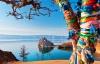 Shamanklippen og farvede bånd på Olkhonøen i Bajkalsøen.