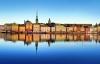 Stockholm spejler sig i vandet.