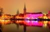 Farverige lys på julemarked i Lübeck.