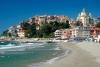 Stranden og vores hotel i Imperia.