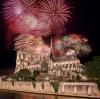 Fyrværkeri over Notre Dame i Paris