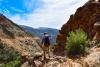 Mand på vandretur i Atlasbjergene.