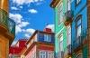 Farverige husfacader i Porto.