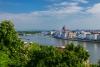 Udsigt over over Donau med parlamentet i Budapest.