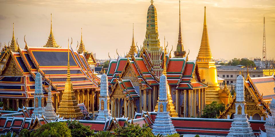 Gyldne tage i Bangkoks Grand Palace.