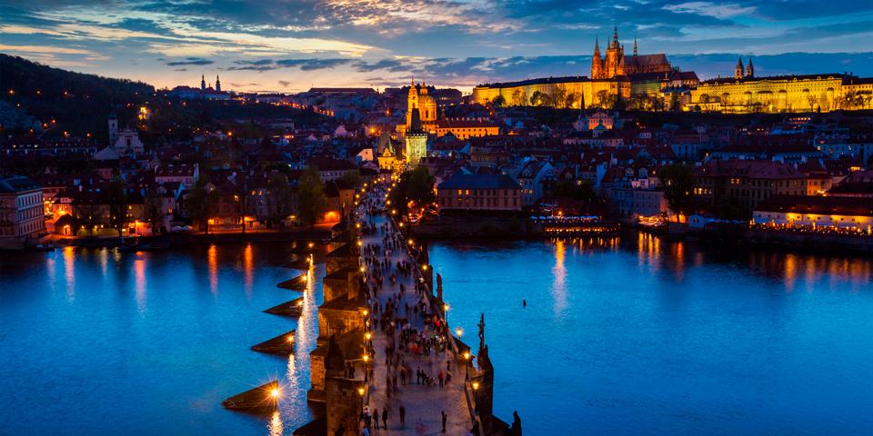 Mørket falder på i Prag.