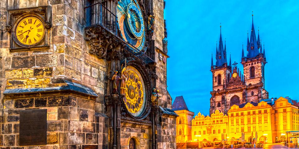 Det astronomiske ur og Tynkirken.