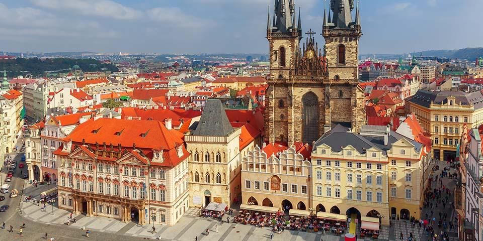 Det gamle torv i Prag med Teyn-kirken.