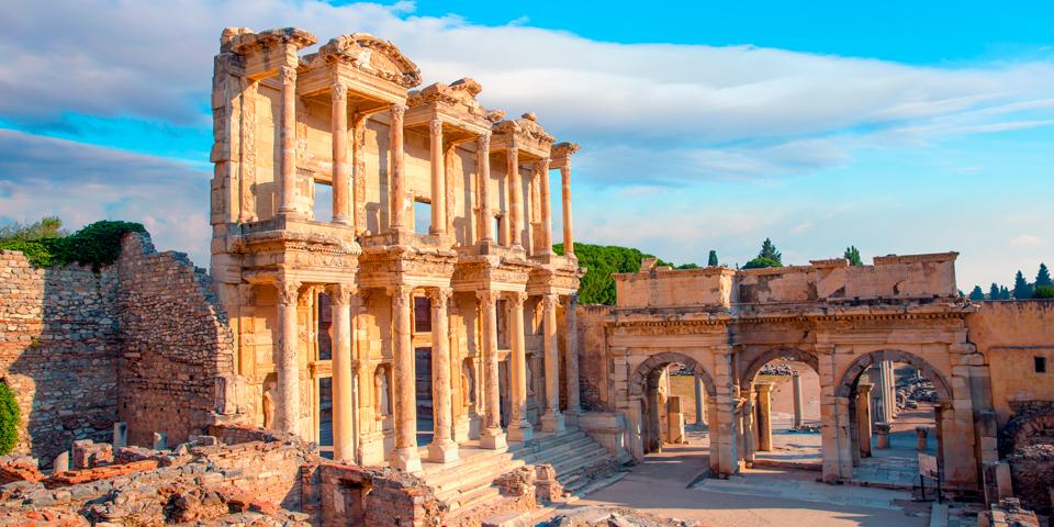 Celsus-biblioteket med den smukke facade.
