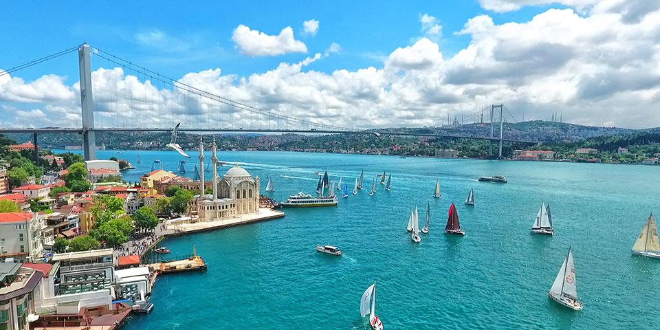 Bosporusstrædet adskiller Europa og Asien.