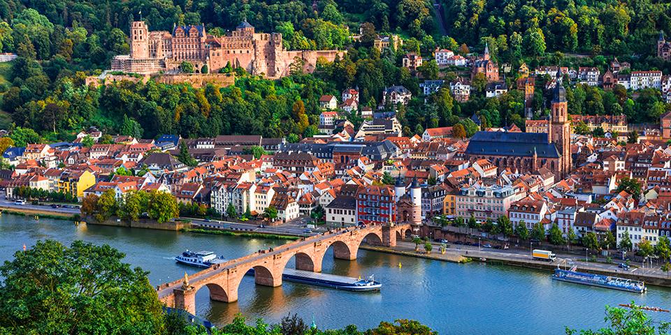 Universitetsbyen Heidelberg med den flotte bro.
