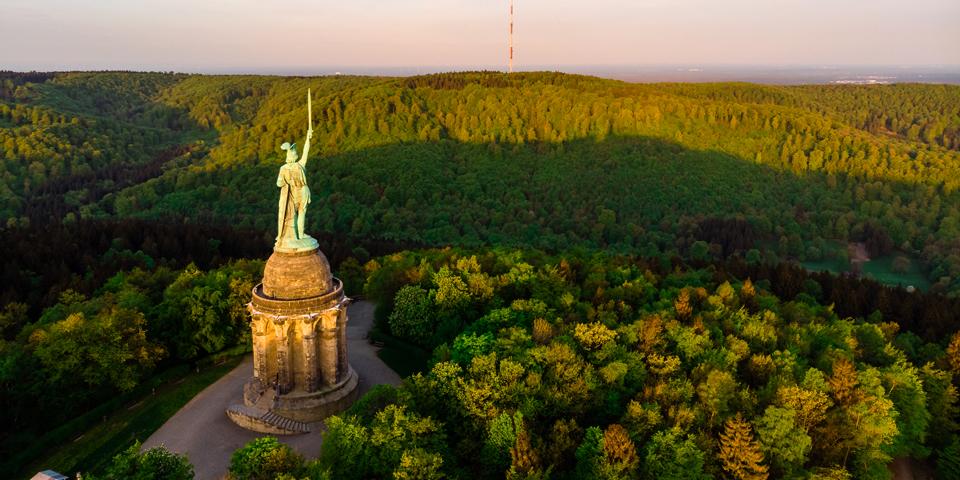Det 53 meter høje monument Hermannsdenkmal.