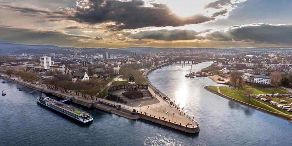 Deutsches Eck ved Koblenz, hvor Mosel og Rhinen løber sammen.