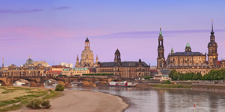 Dresden ligger smukt ved Elben.