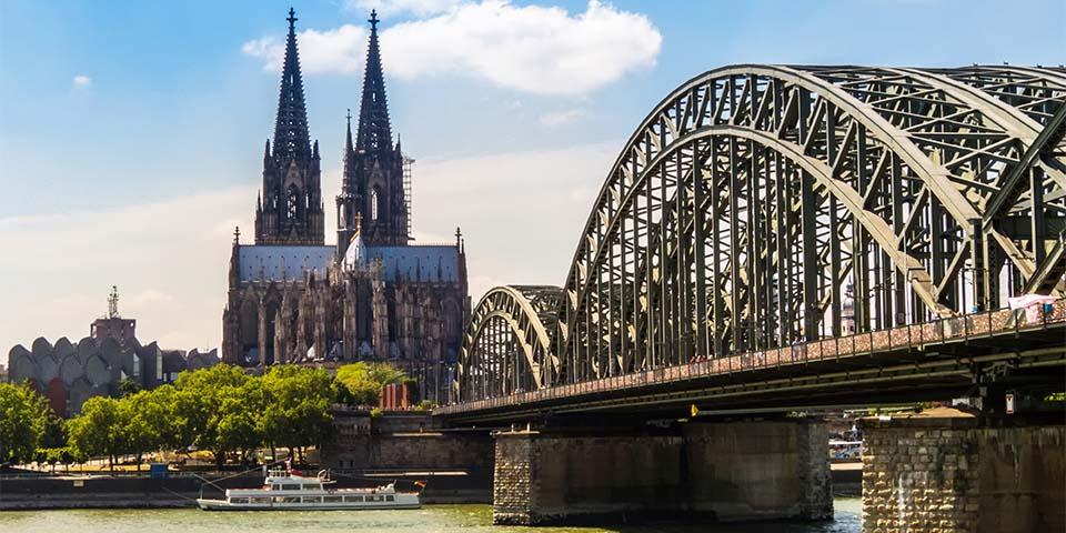 Kølns domkirke med de imponerende tårne er en af verdens største kirker.