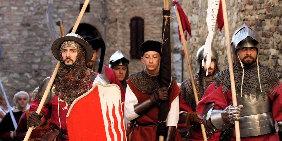 Det store middelalderoptog er et imponerende syn.