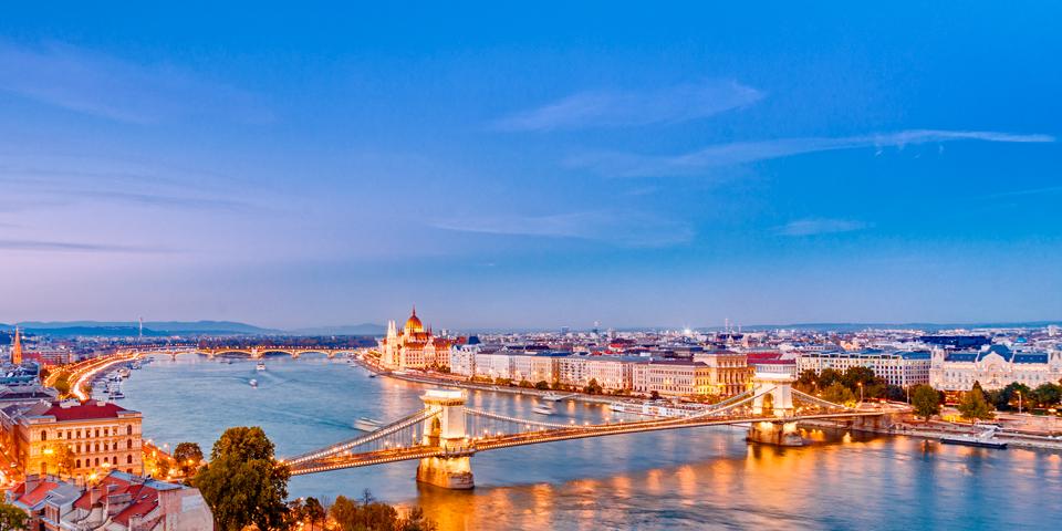 Flot belysning på Budapest.