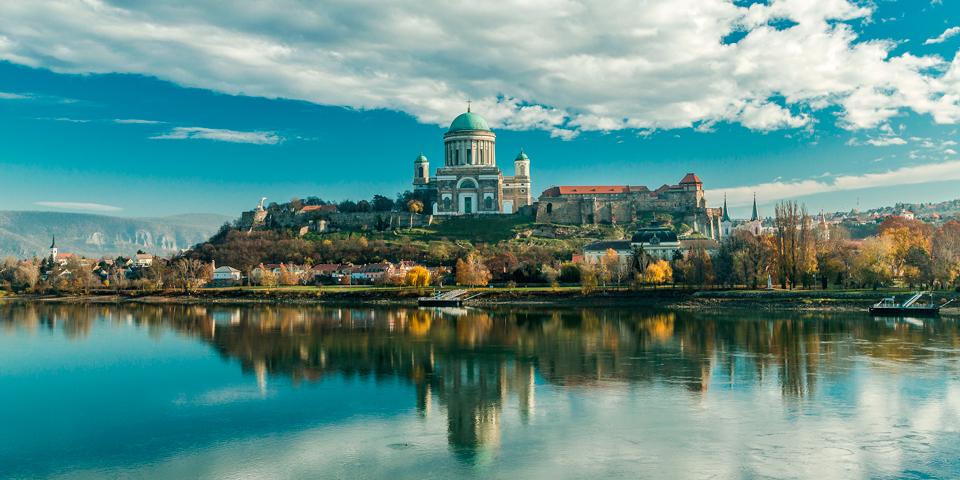 Esztergom med den smukke Basilika.
