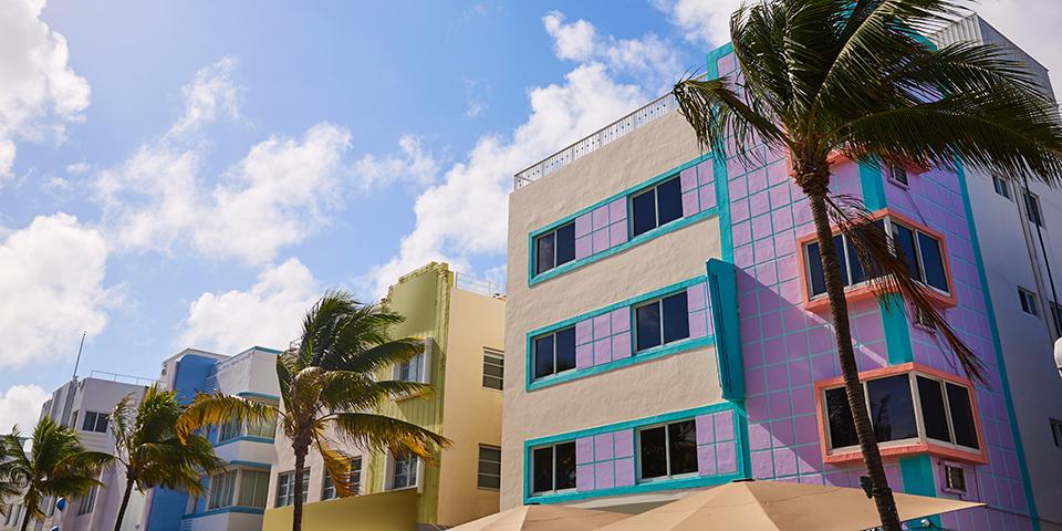 De farverige art deco-bygninger omkring Ocean Drive.