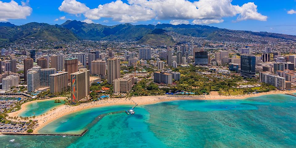 Den berømte Waikiki Beach i hovedstaden Honolulu.