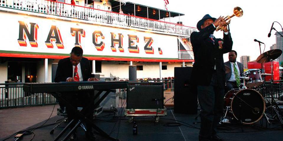 Jazzcruise på Mississippifloden med hjuldamperen Natchez.
